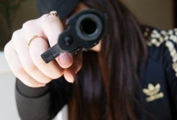 девушки с пистолетом фотки